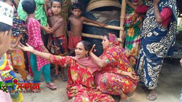 কেশবপুরে কুড়িয়ে পাওয়া ককটেলে প্রাণ গেল শিশুর : আহত-২