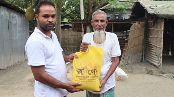 চিলমারীতে জাগো'র উদ্যোগে ত্রাণ বিতরণ
